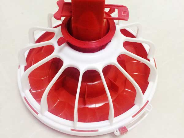 Automatic chicken feeder pan
