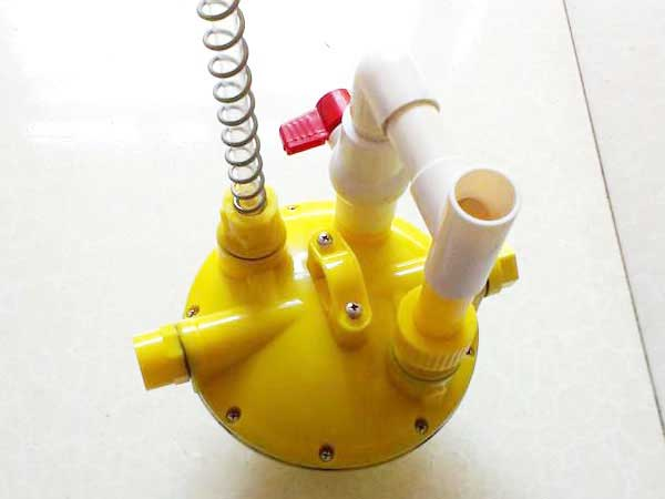 Automatic water feeding line pressure regulator
