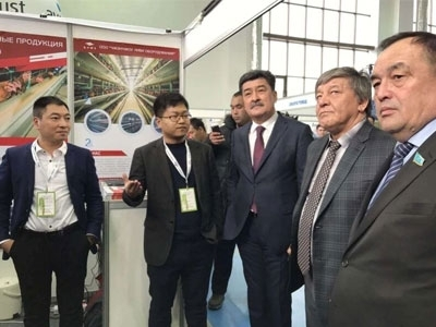 Kazakhstan deputy minister of agriculture, a pedestrian visit my company's booth